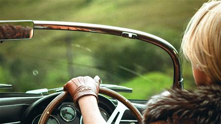 Wooden 3-spoke steering wheel of the Porsche 356 Speedster