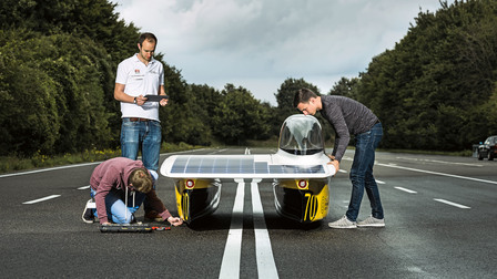 Porsche Markus Eckstein, Hendrik Löbberding and Marc Locke (l-r) with the sun car