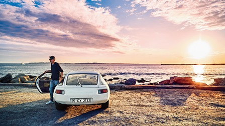 Andrew Phinney with his Porsche 928