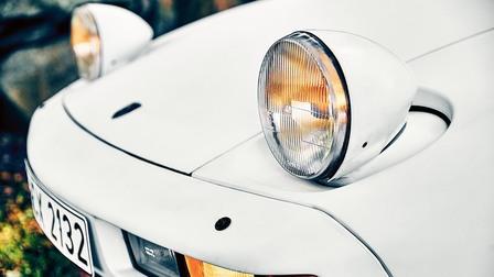 Headlights of the Porsche 928