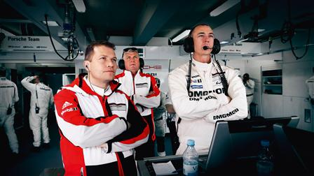 Team boss Andreas Seidl, board member Wolfgang Hatz and Crew Chief Amiel Lindesay (from left to right)