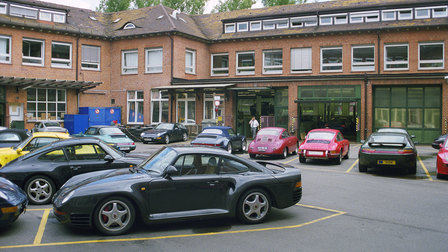 Porsche 1999: Werk 1 with a 959 in the foreground