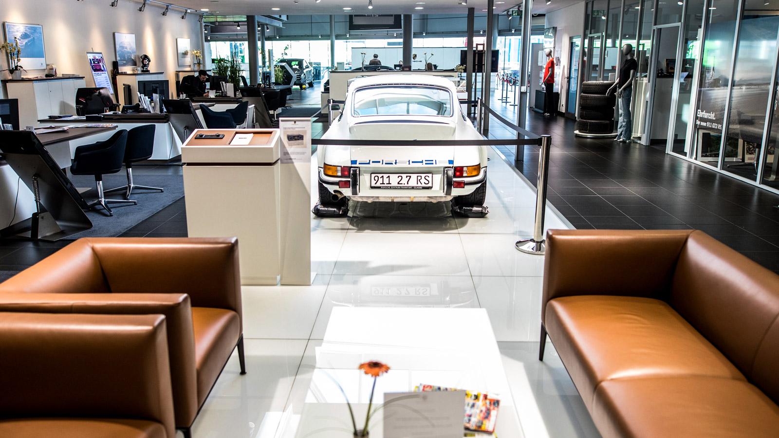 Porsche - Порше Центр Франкфурт