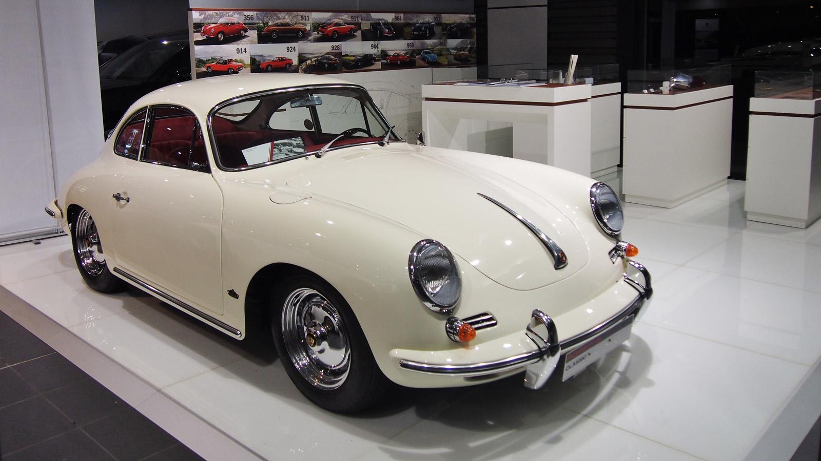 Porsche - Порше Центр Лорьян